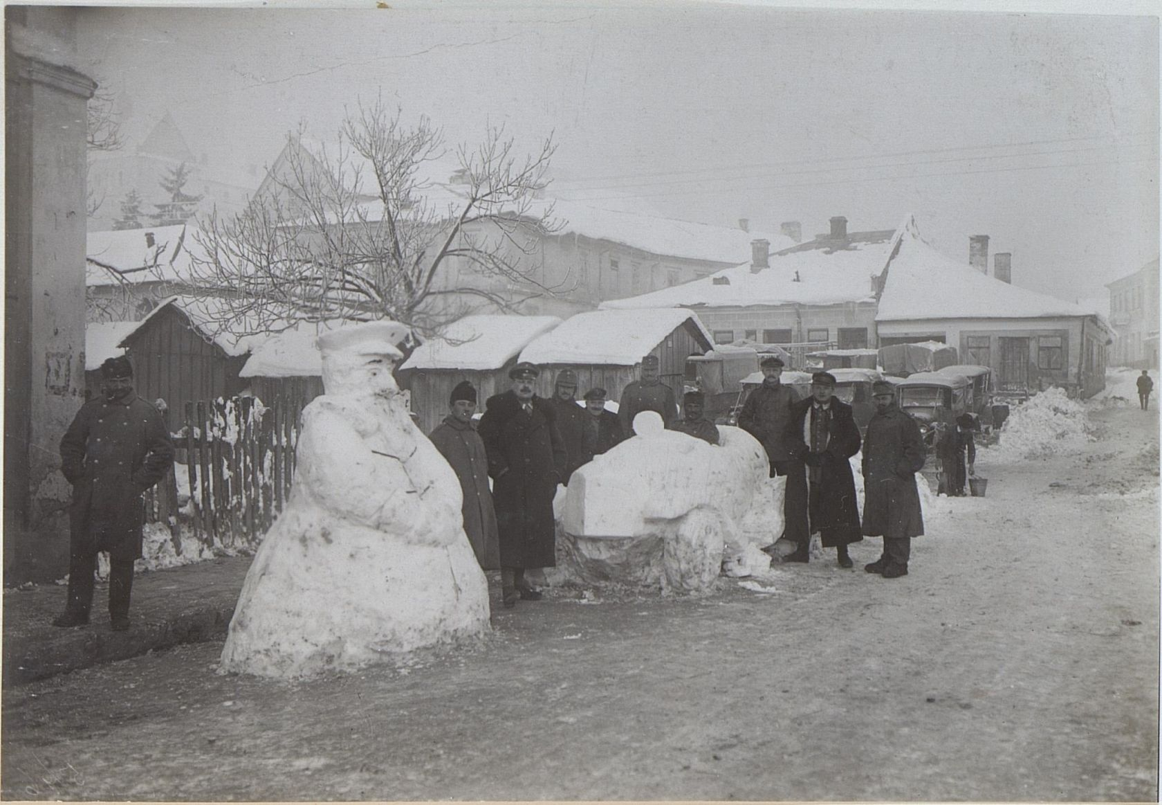 Snow figure | K.u.k. Kriegspressequartier, Lichtbildstelle - Wien | 1915 | Österreichische Nationalbibliothek - Austrian National Library | Public Domain