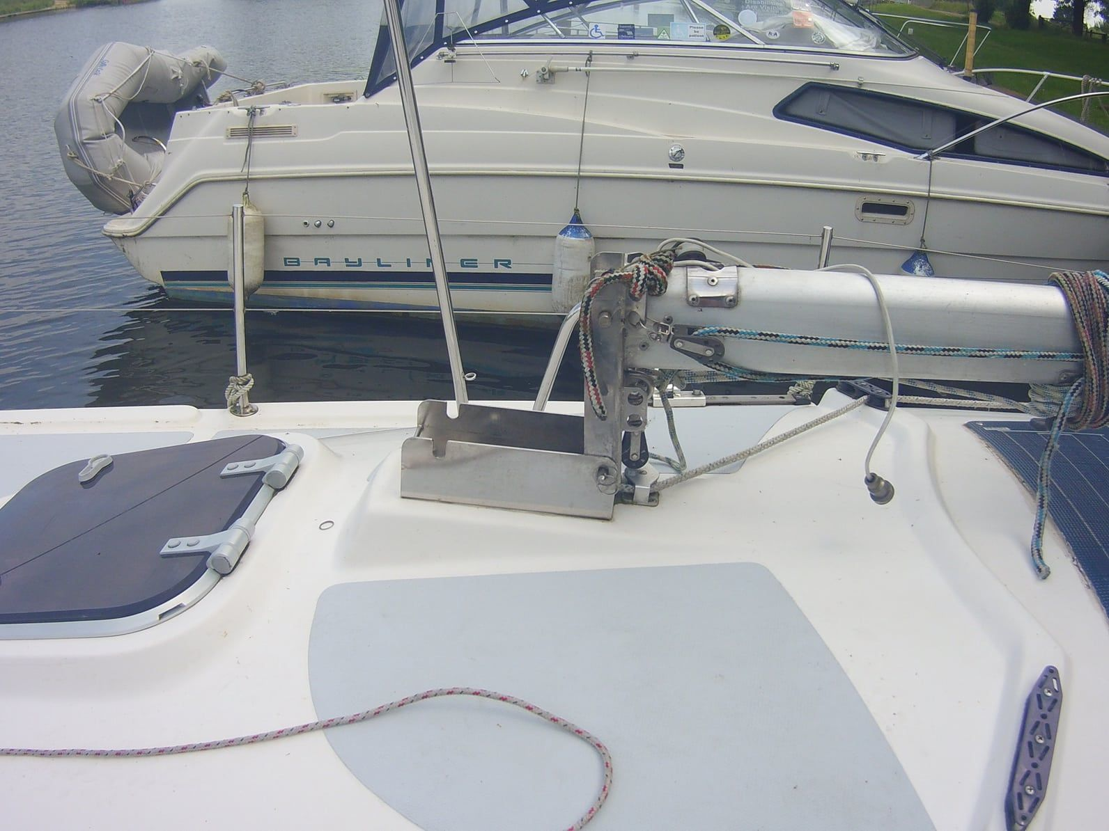 Hinged mast step on a Vivien 22 | Hinged and Tabernacle