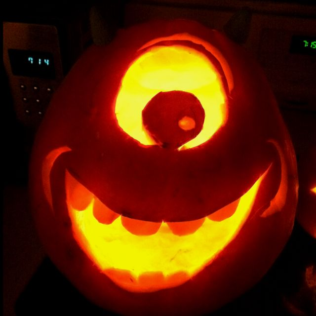 Mike wazowski pumpkin what my boo wants to make this year for Boo pumpkin ideas