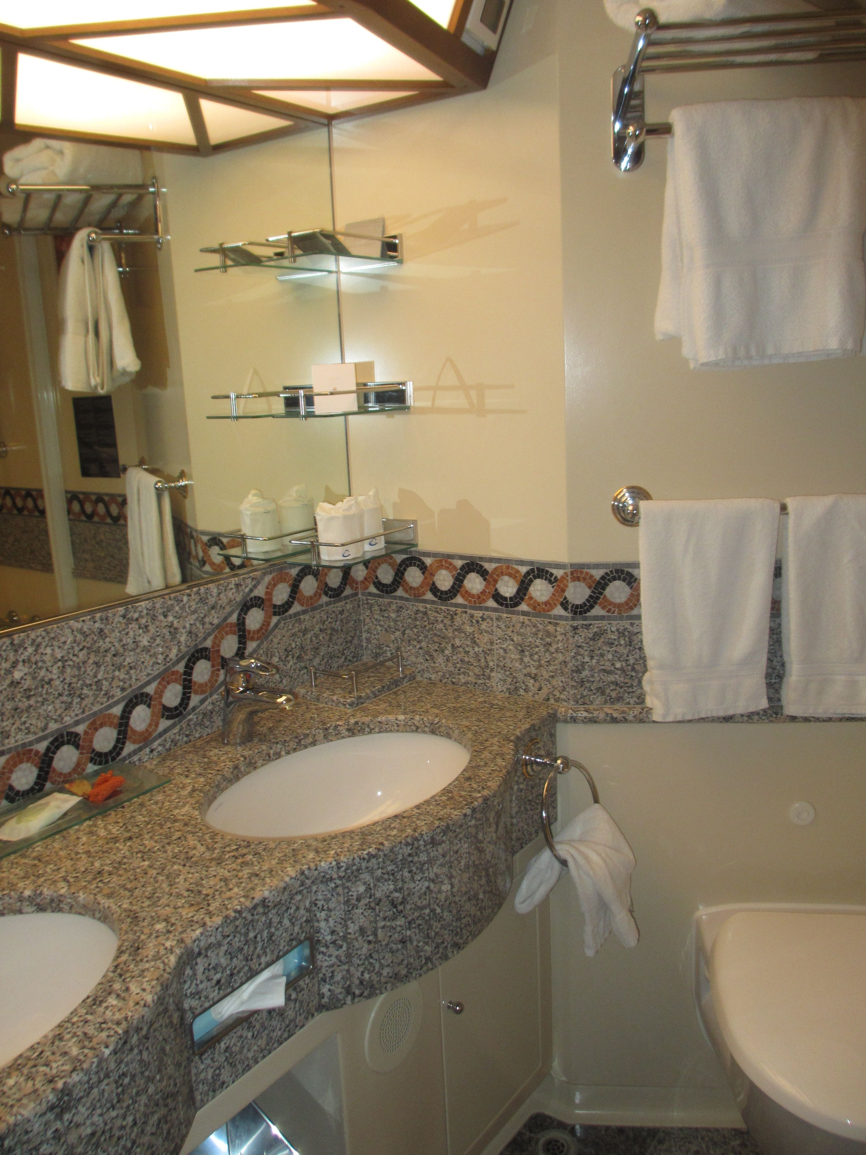 Salle de bain cabine  bord du Costa Diadema costa