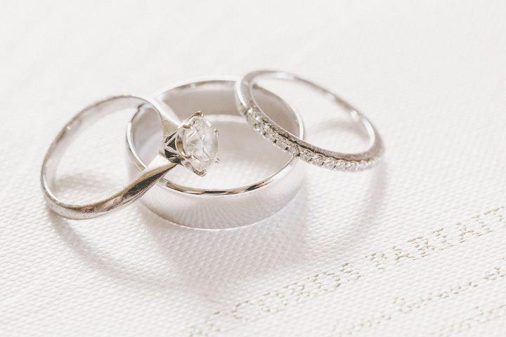 Engagement rings + wedding bands | itakeyou.co.uk #wedding #engagementrings #elegantwedding #white #goldwedding #fairytalewedding