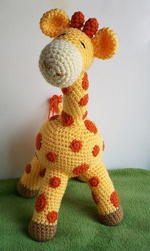 Free Crochet Pattern: How to crochet a baby giraffe - Flauscheinhorn | 500x299
