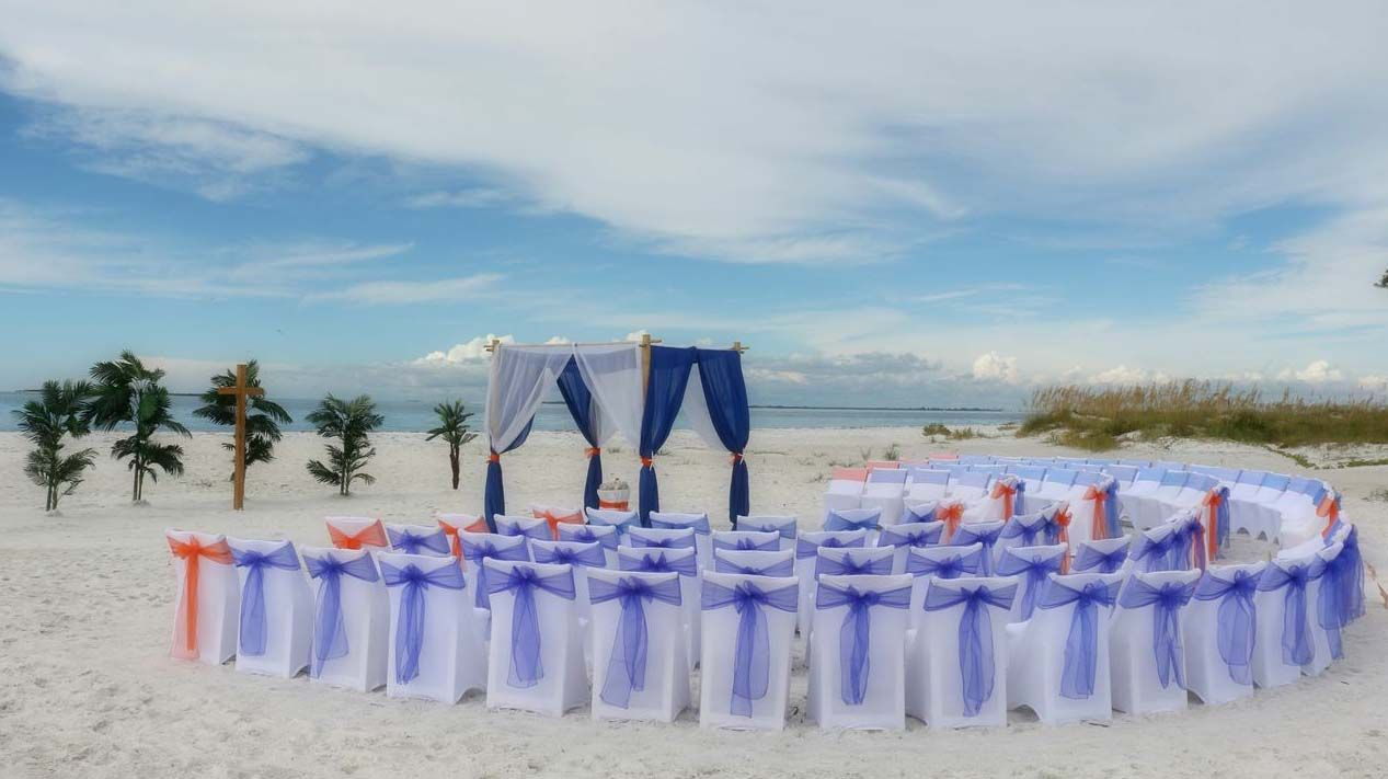 Curved Seating For A Dream Anna Maria Island Wedding