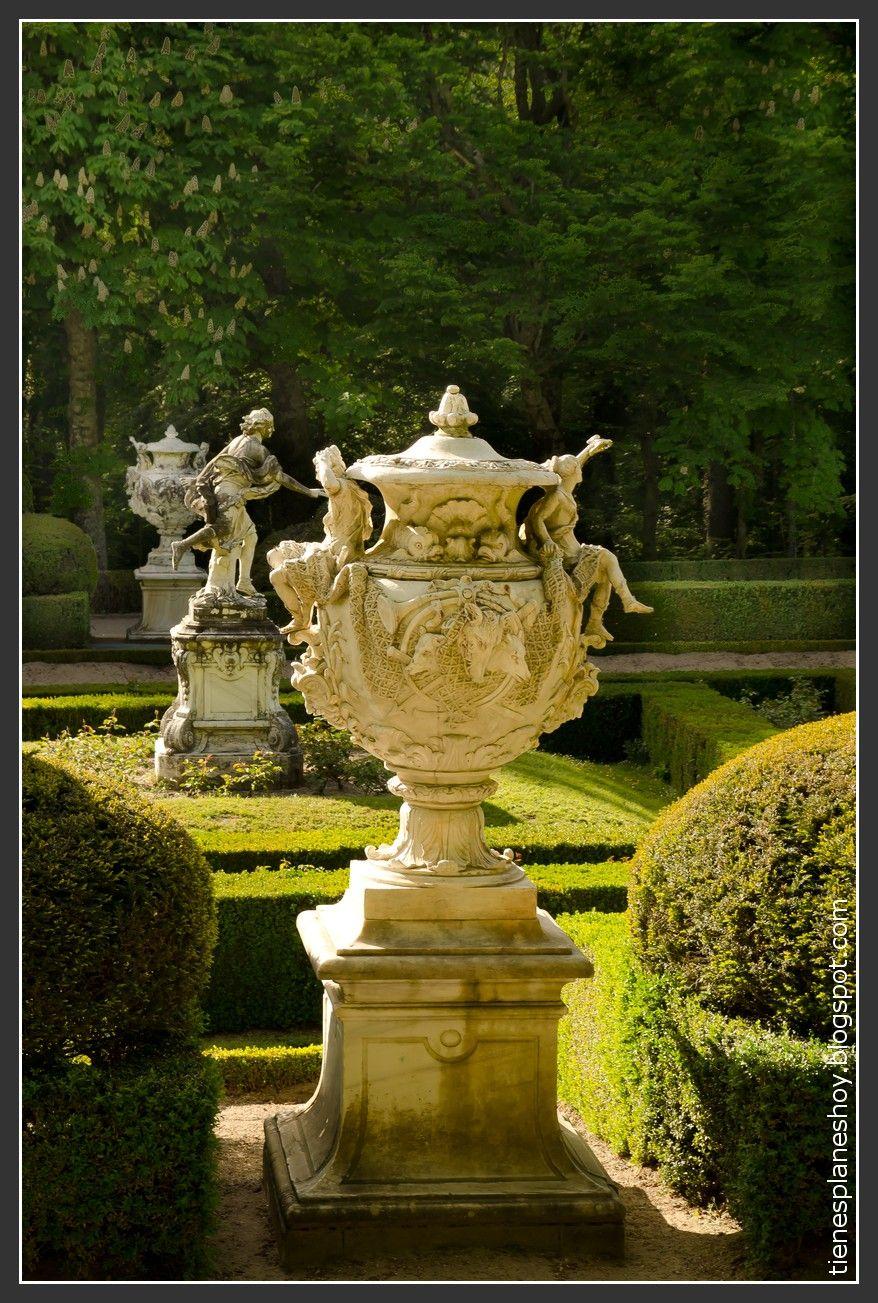 Palacio Real Y Jardines De La Granja De San Ildefonso Garden Statues Formal Gardens Garden Urns