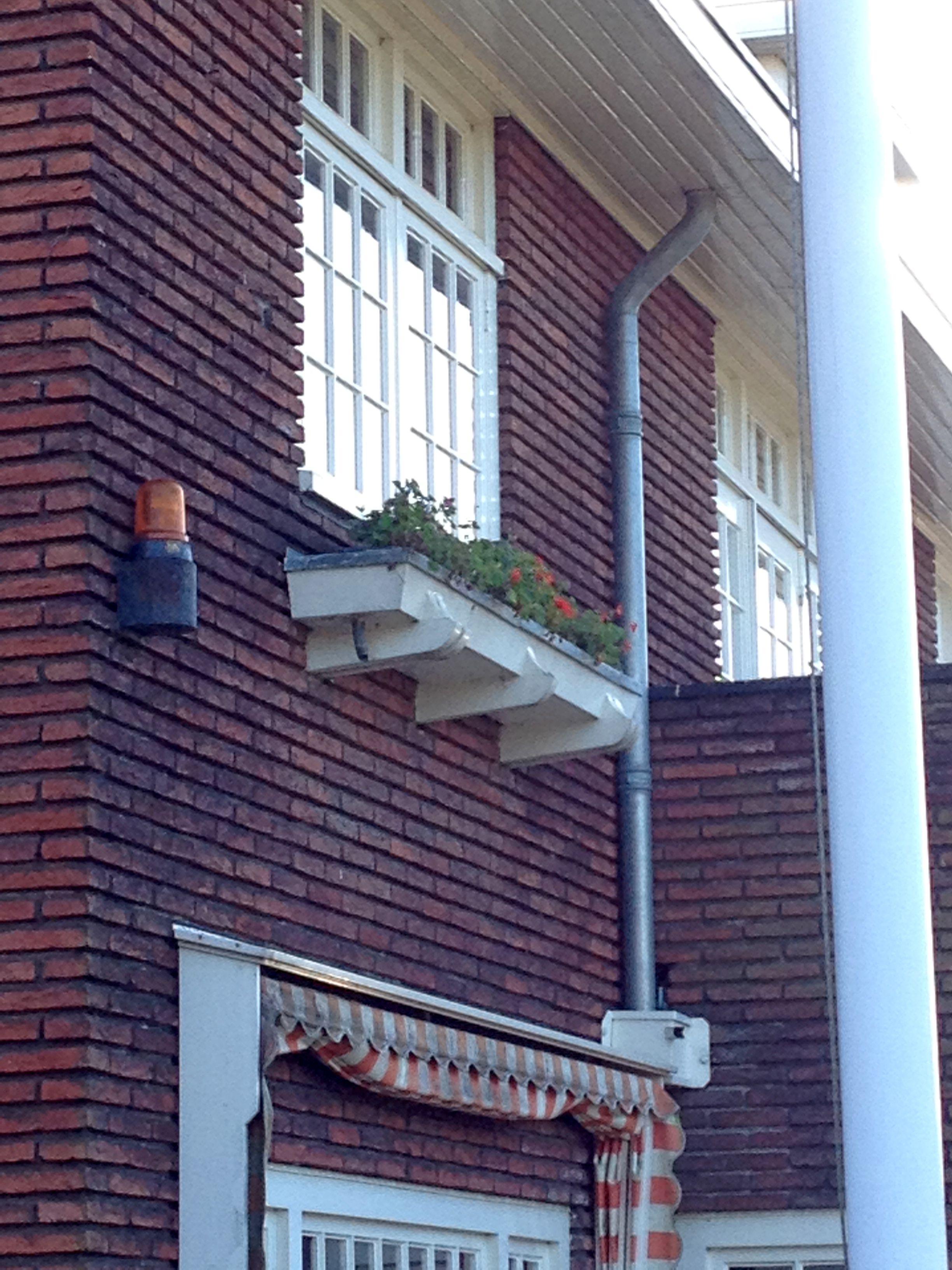 plantenbak onder raam slaapkamer jaren 30 huis