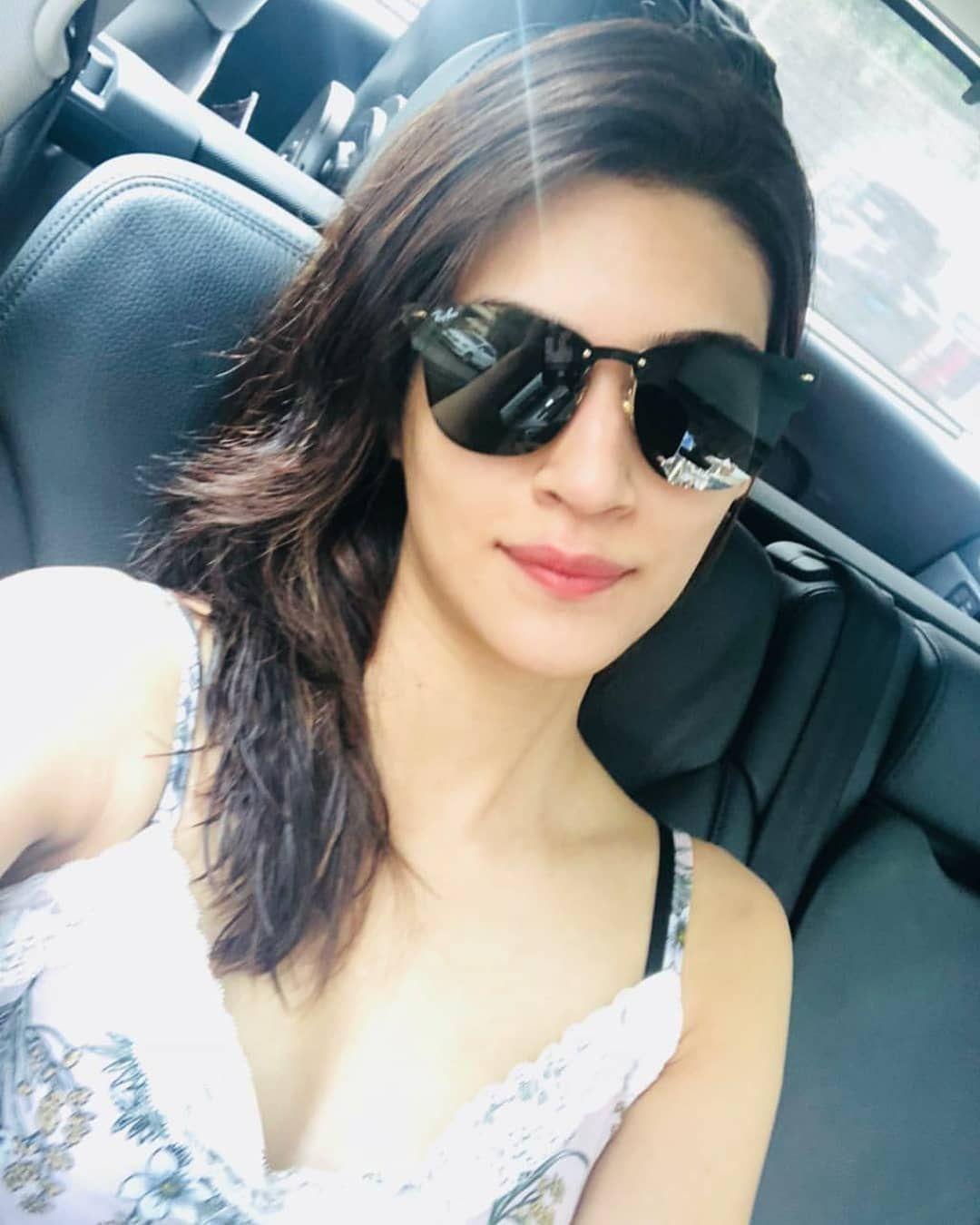 c4e2b16cd Kriti sanon Beautiful Celebrities, Indian Celebrities, Beautiful Actresses,  Gorgeous Women, Girls With