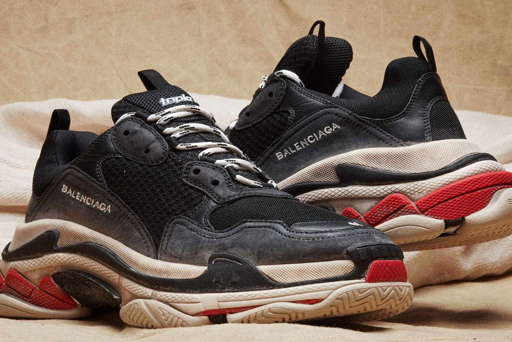 a97c3f0cedb71 How to Get Balenciaga s Red Hot Sold-Out Triple S Sneakers   STYL3Z ...