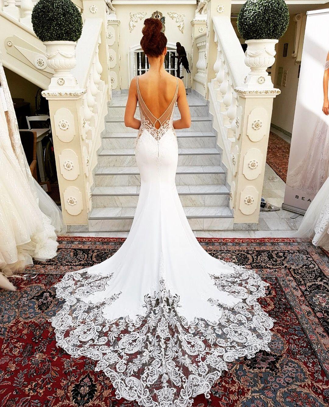 In love with Enzoani! Spektakuläres Brautkleid aus der Kollektion 2019 #preview #kollektion2019 #bridalwear #gorgeous #weddingdress #bridalinspo #lacedress #gorgeousgowns