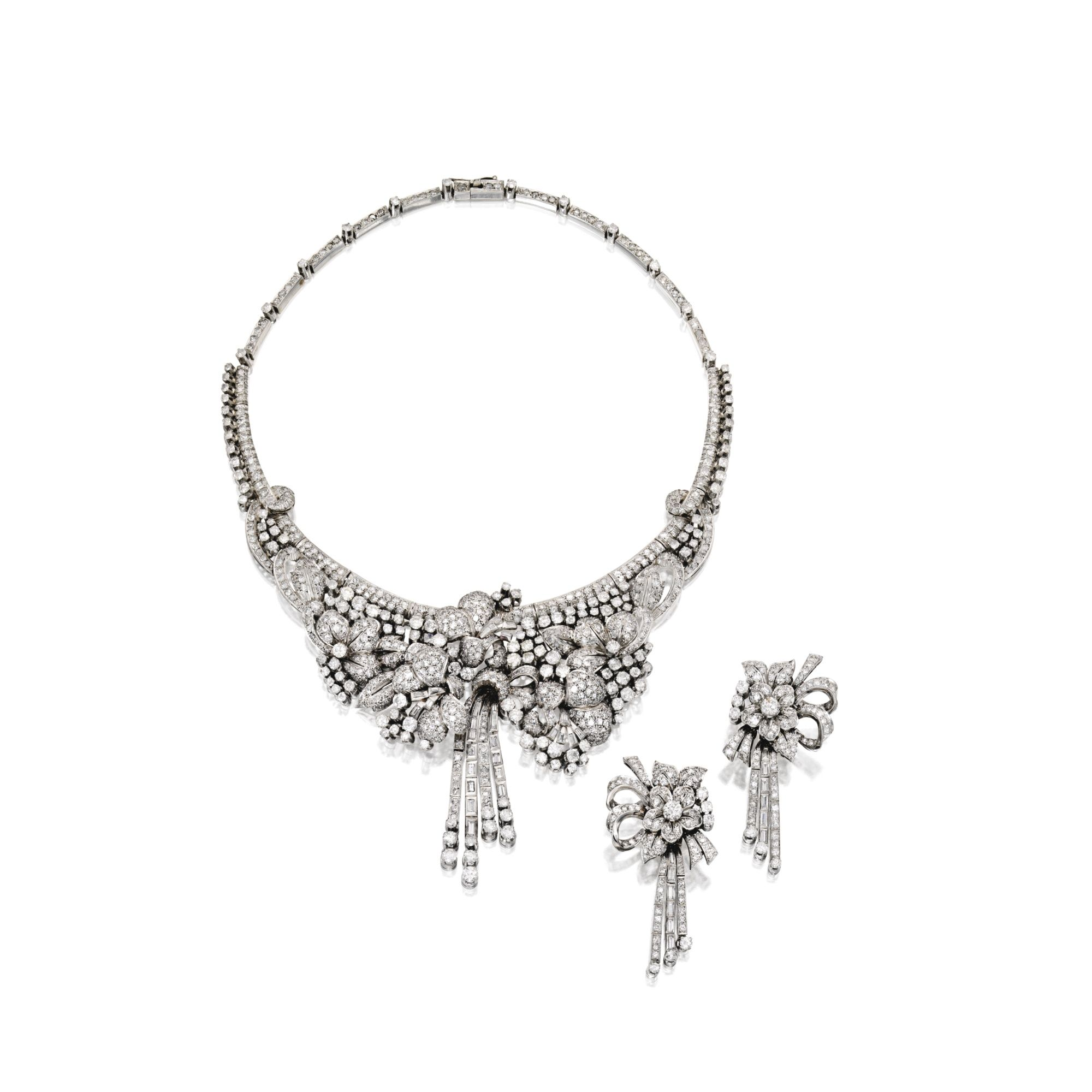 Mamie Eisenhower s Diamond and Platinum Necklace and Earclips 30