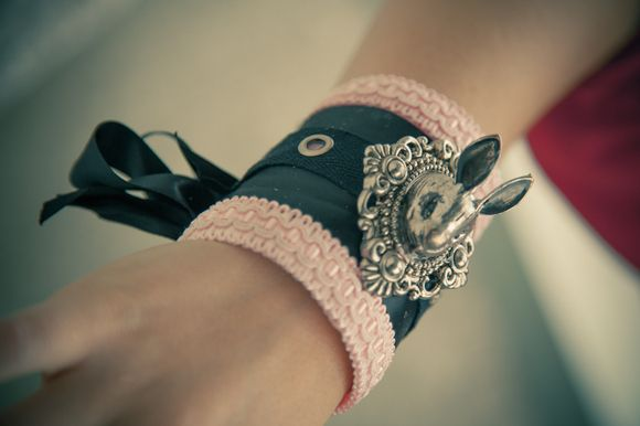 Transform a TOILER PAPER ROLL into an elegant cuff!