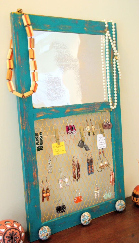 Un gancho de pared es una gran manera de mostrar y organizar tus ...
