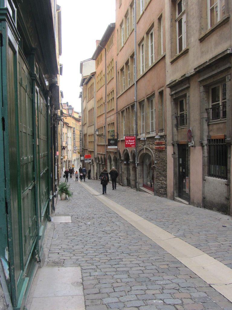 Les Rues Du Vieux Lyon Entree Du Musee Gadagne Les Clochers De
