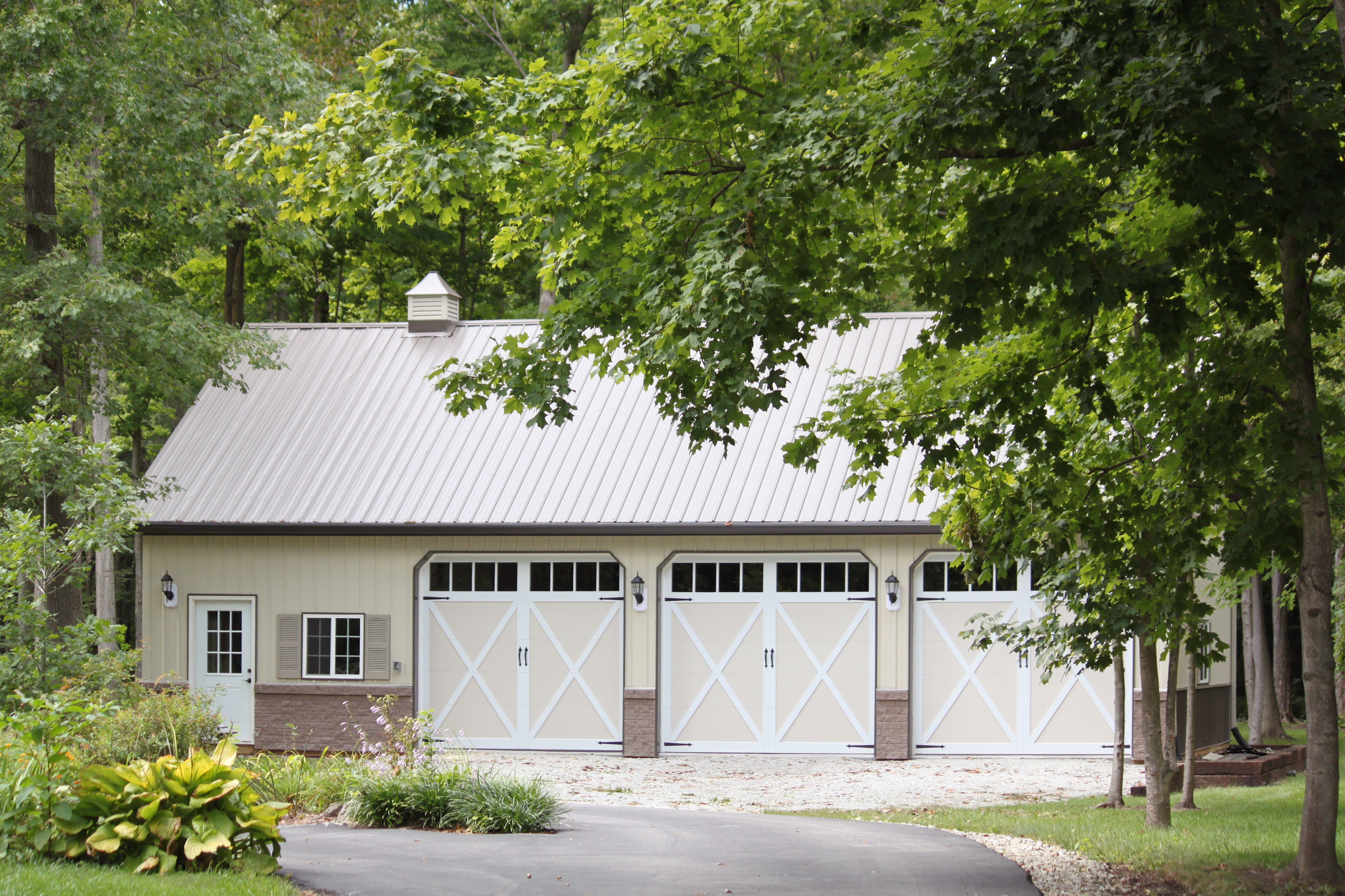 garage doors sioux fallsCarriage house garage doors by CHI Overhead Doors Model 5334A