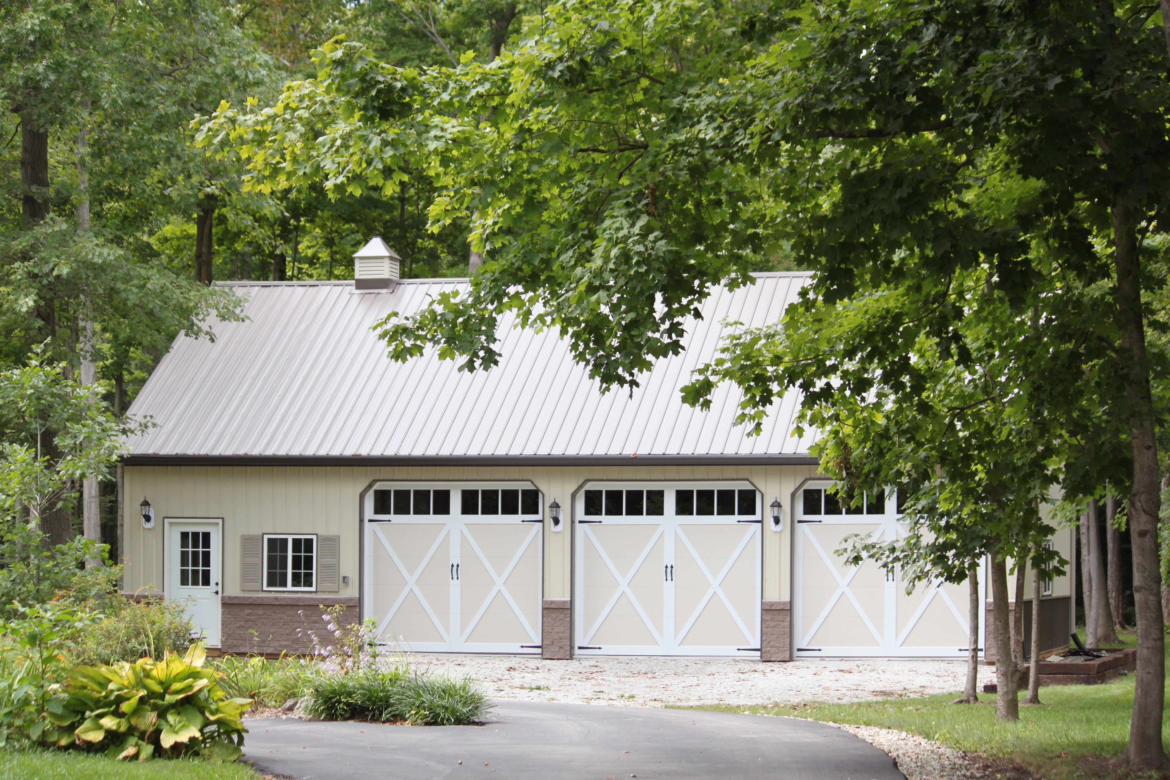 garage doors sioux fallsCarriage house garage doors by CHI Overhead Doors Model 5334A