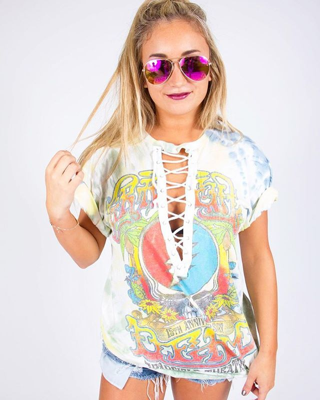 WEBSTA @ shoptrendyandtipsy - Funky Saturday ✌🏻️🌼 Come snag this lace up tee and sunnies at the OB Street Fair!! ❤️🌴 Available online as well!! #trendyandtipsy #oneofakind #vintage #gratefuldead #ootd #obstreetfair