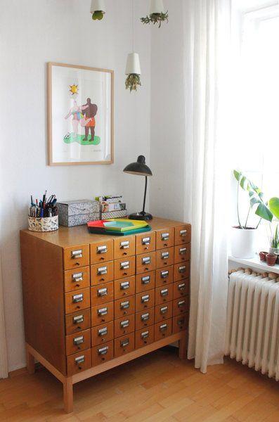 Hereinspaziert! 10 neue Wohnungseinblicke | Wohnzimmer kommode ...