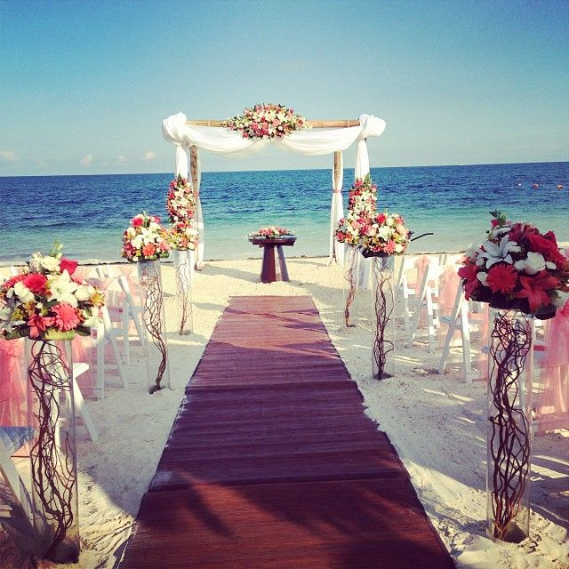 Stunning Beach Wedding Setup At Dreams Riviera Cancun Photo Carrillogamboa23 Weddingwednesday