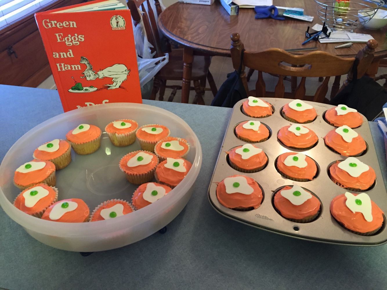 Green Eggs & Ham Cupcakes for Dr. Seuss Day!