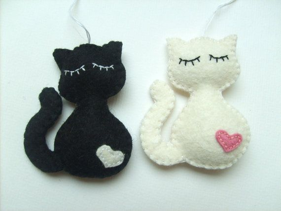 These felt cat Christmas ornaments are made with wool felt. I have some of these ready, but you can order it in any other color, please write me a mail about your custom order, or choose at the right side. Perfect as a little gift for a friend, as a babyroom accessory, or as a Christmas ornament as well. (Intended for decorative use, NOT A TOY. Please hang out of the reach of small children.) Each ornament is made from felt, carefully hand-stitched and/or embroidered. Special orders…