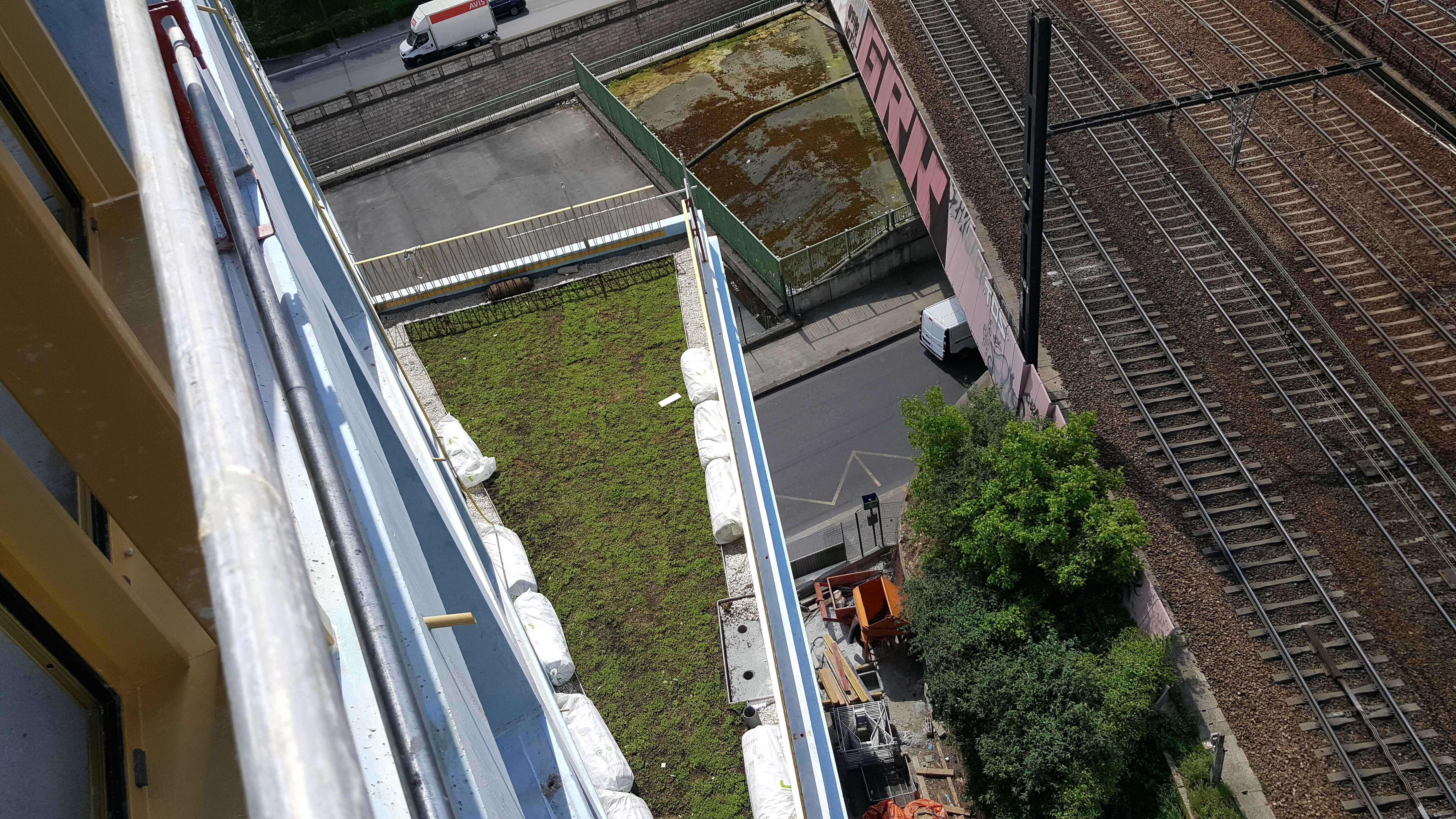 Green Roof Cetradiv Location Rue Julia Bartet Paris 220m Concrete Building Roof Is Built For Building Owner Rivp Green Roof Architecture