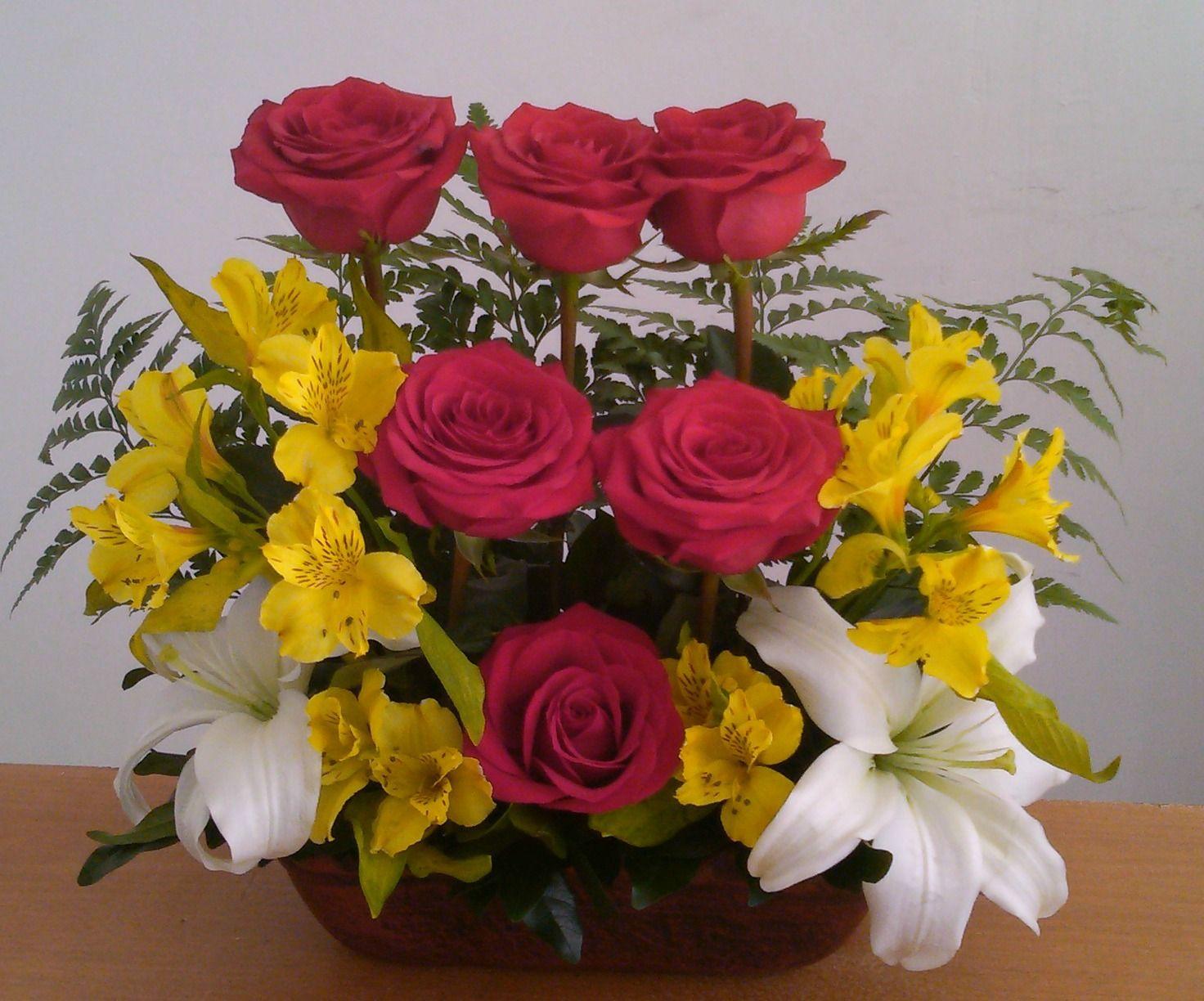 Arreglo Floral Con Rosas Lilis Y Astromelias Arreglo Floral Rosas