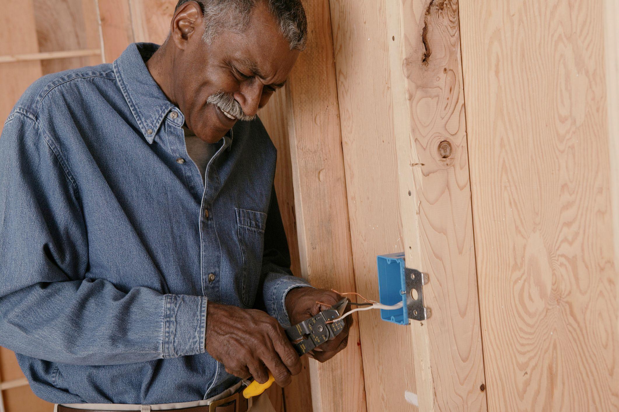 How to convert 220volt to 110volt wiring garage light