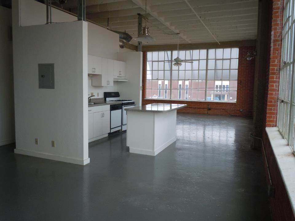 Garage apartment pictures garage loft apartments for Shop with loft apartment
