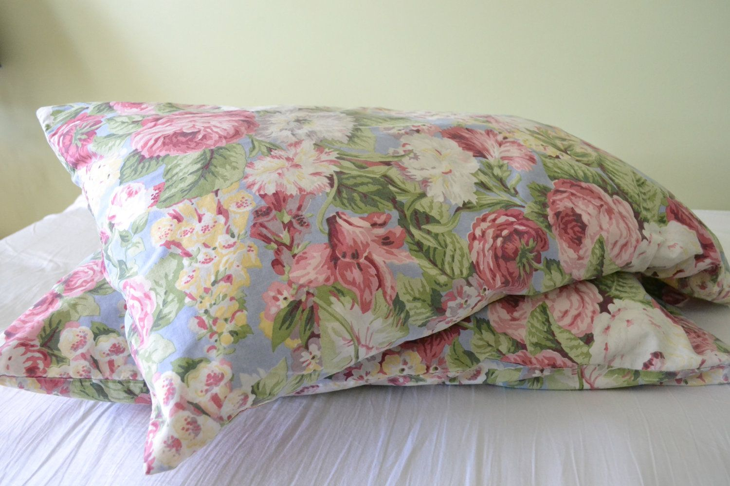 2 charming vintage floral pillowcases