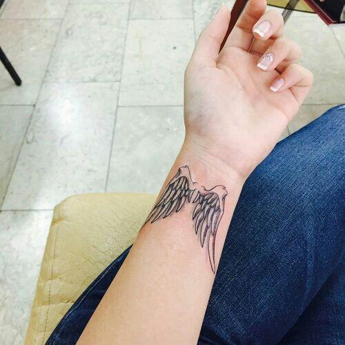 El Chico De Los Tatuajes Despierta Alas Tatuaje Tatuajes De Alas De Angel Tatuajes