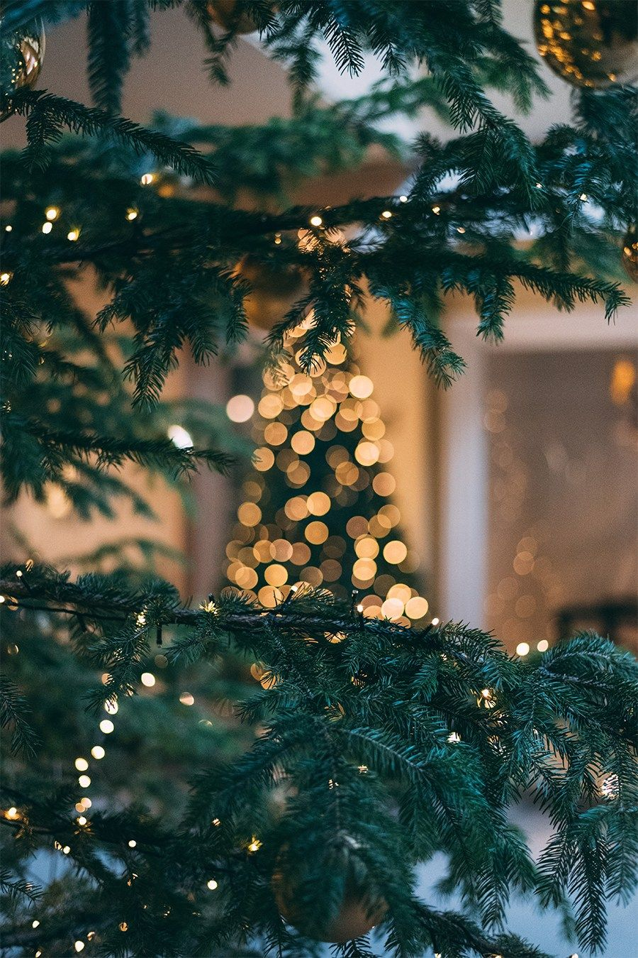 11 Of The Most Magical Places To Experience Christmas Around The World Dame Traveler Wallpaper Iphone Christmas Xmas Wallpaper Christmas Phone Wallpaper
