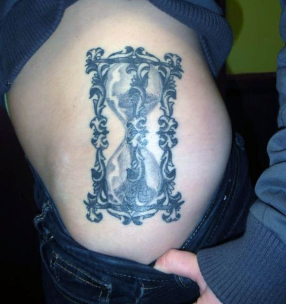 Tatuaż Klepsydra Na Biodrze Zegaryklepsydryczachy Pinterest