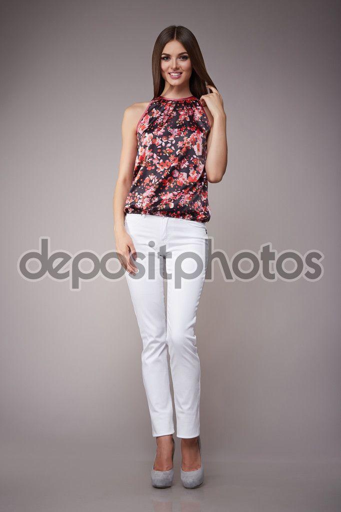 5e9205bd47 Morena de modelo de belleza moda ropa casual colección mujer ...