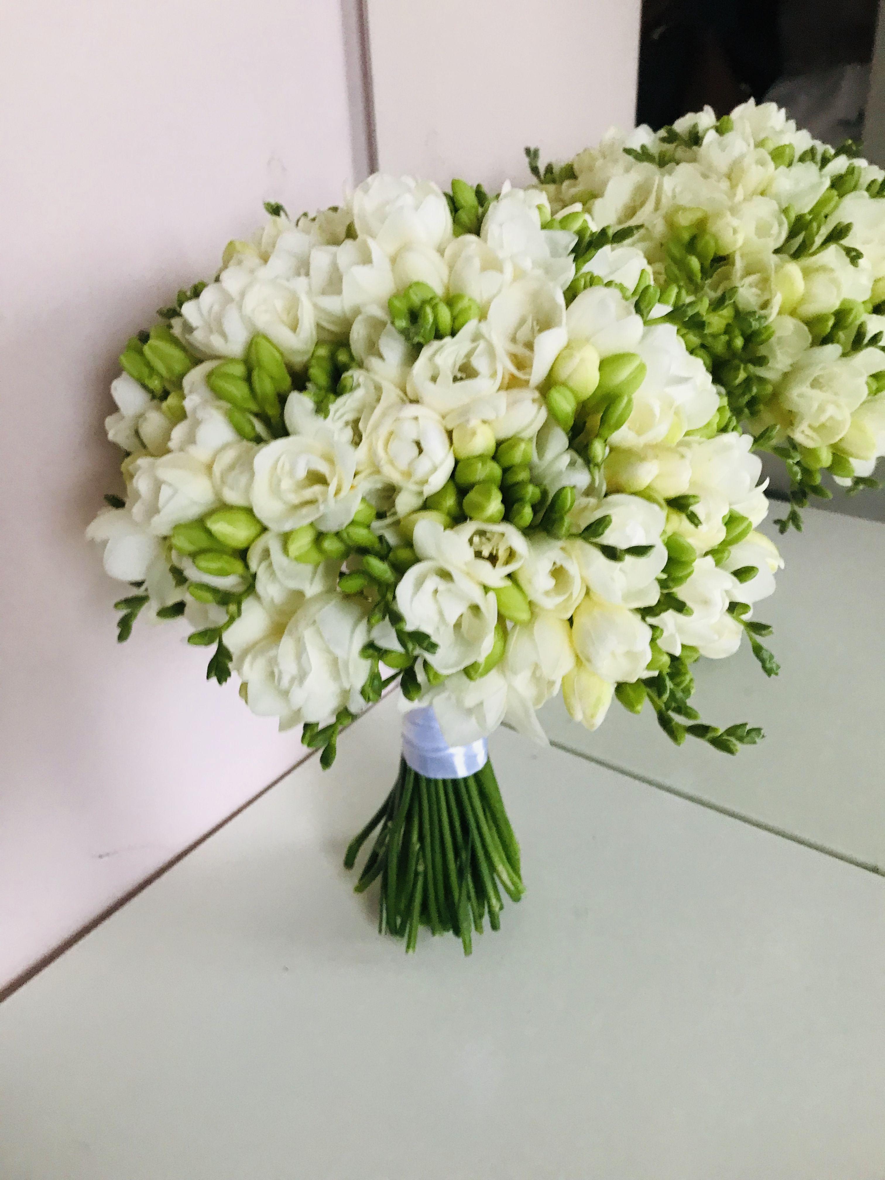 Simple Wedding Flowers Biale Kwiaty Roza Eustoma Gozdzik Wiazanka Slubna Bukiet Panna Mloda Wymarzony Slub Bukiety Bukiet Slubny