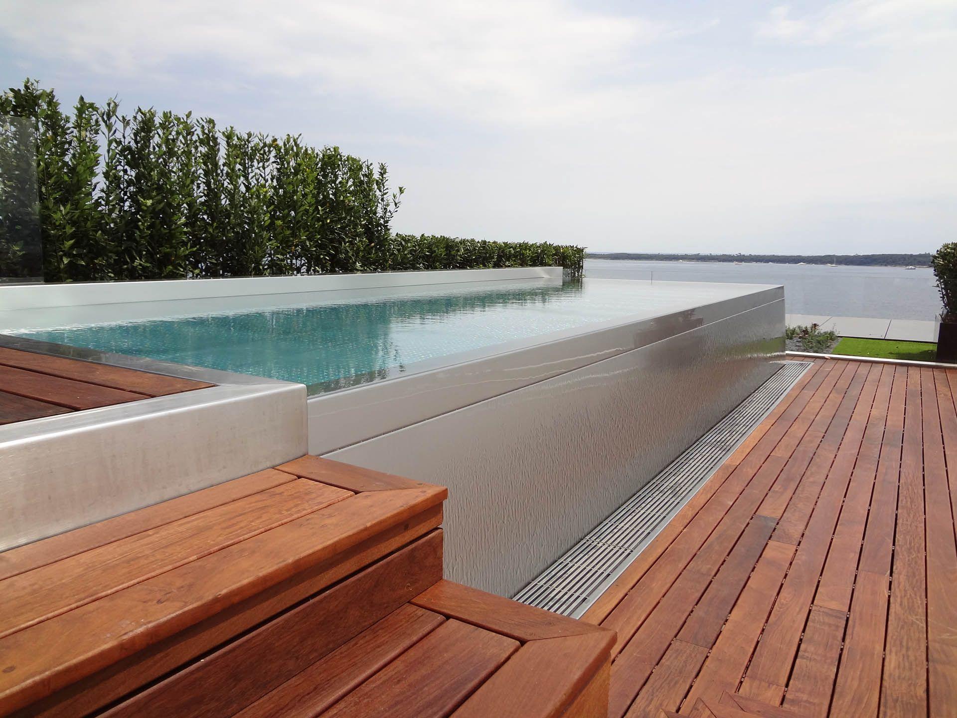 piscine inox hors sol sur terrasse avec vue sur la mer. Black Bedroom Furniture Sets. Home Design Ideas