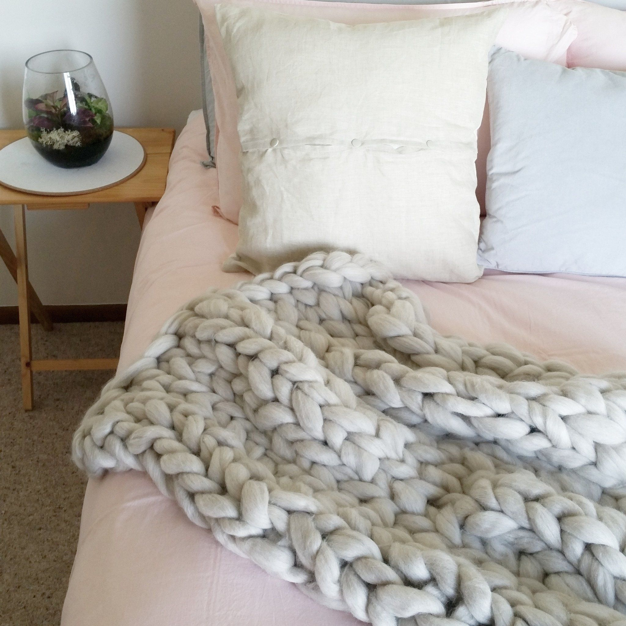 Chunky Knit Throw Heart from Hazel in black over grey