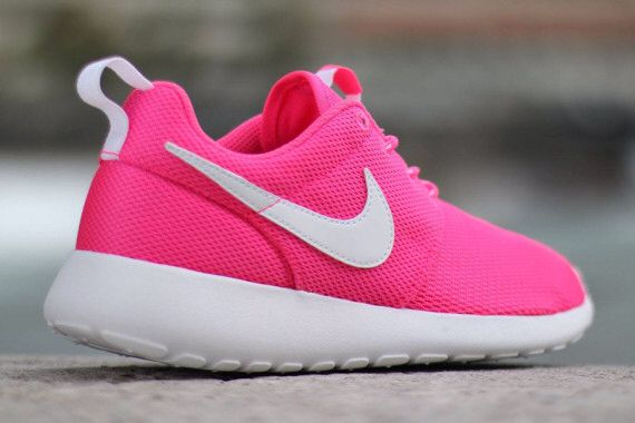 neon pink roshes.👟💖 | Nike shoes women