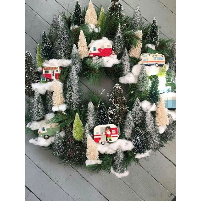 Love This Happy Campy Christmas Wreath On Pinterest Diy Campy Glamping Pi Christmas Wreaths Christmas Wreaths Diy Homemade Christmas Wreaths