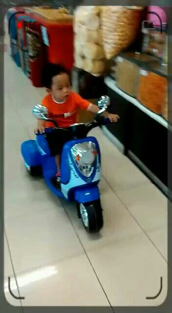 HansJo riding motorbikes