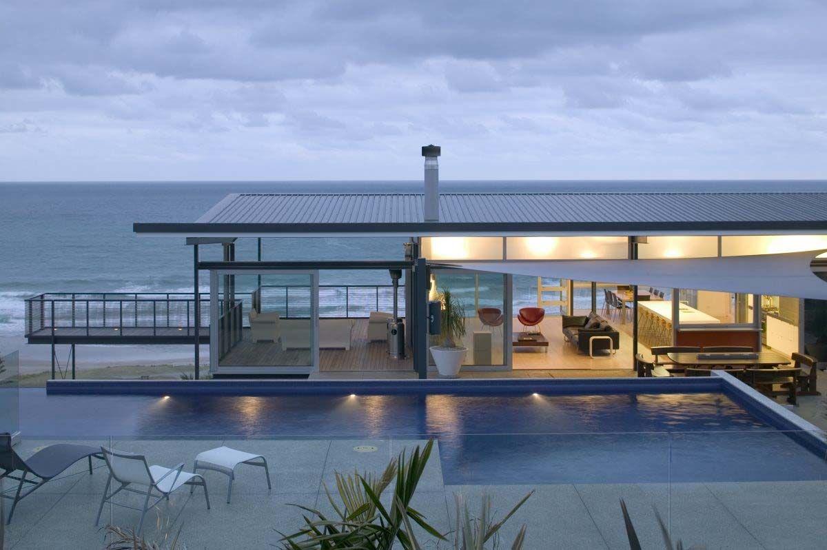 Modern beach house in New Zealand embraces