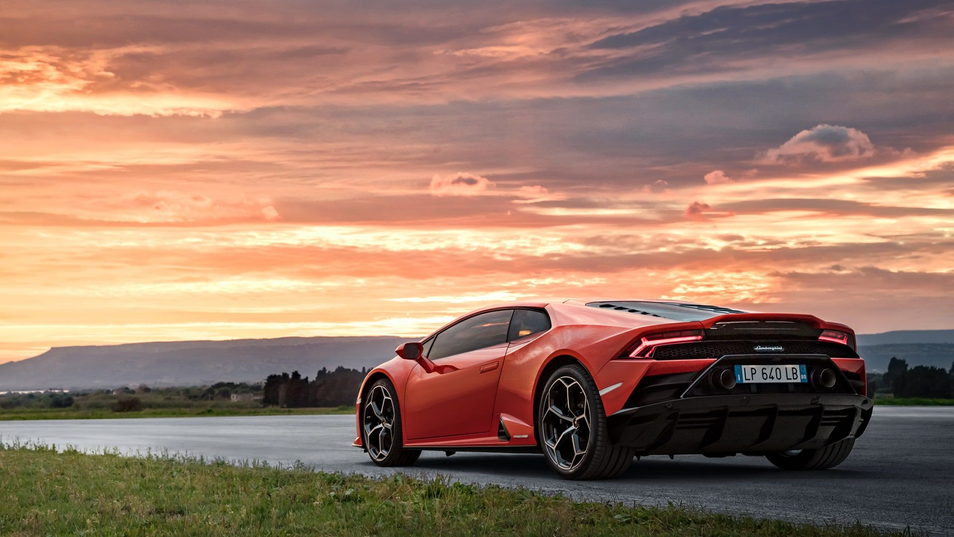 Explains Why The Huracan EVO Doesn't Have An