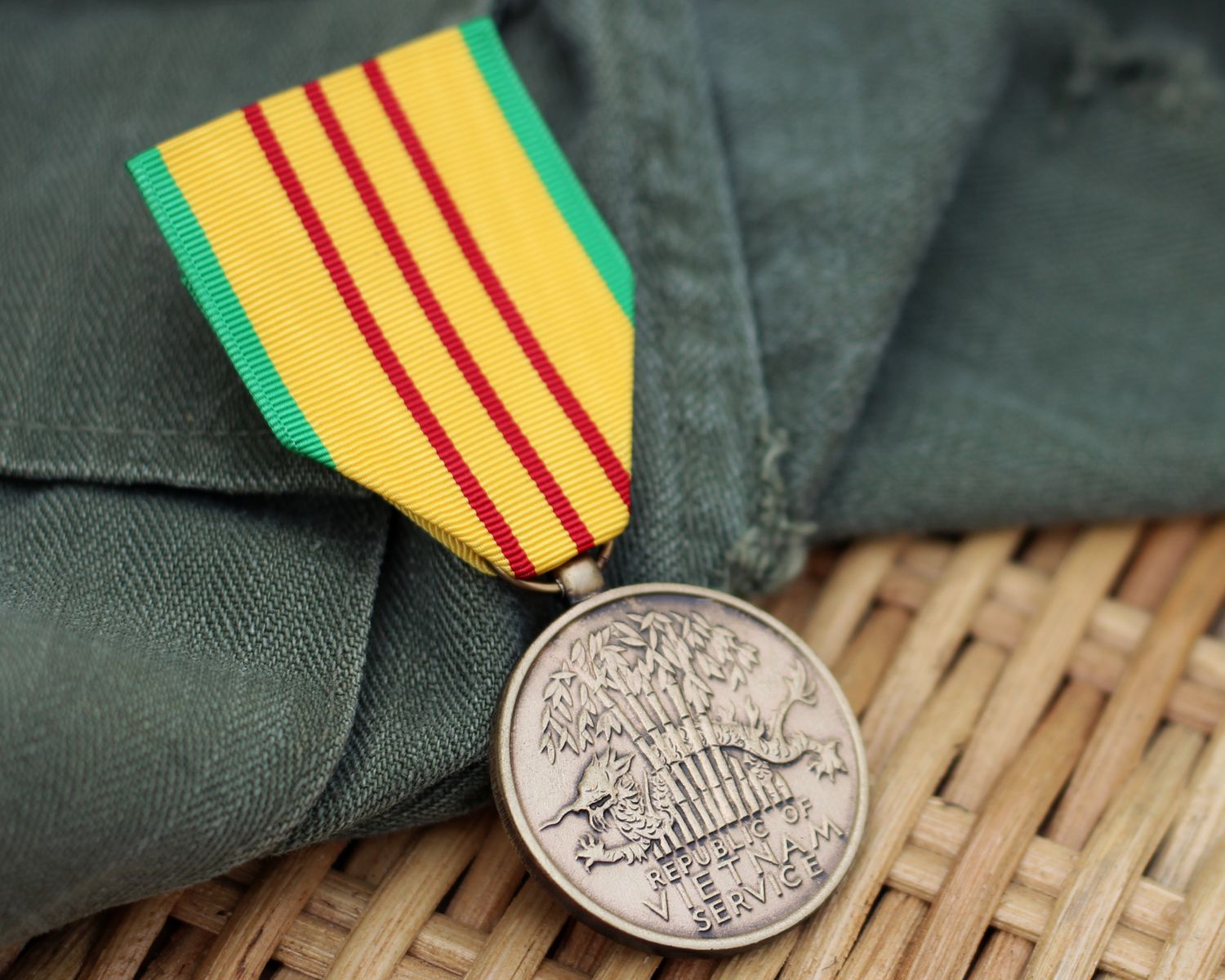 Vietnam War Medals And Their Meanings Medals Of America War Medals Vietnam War Vietnam