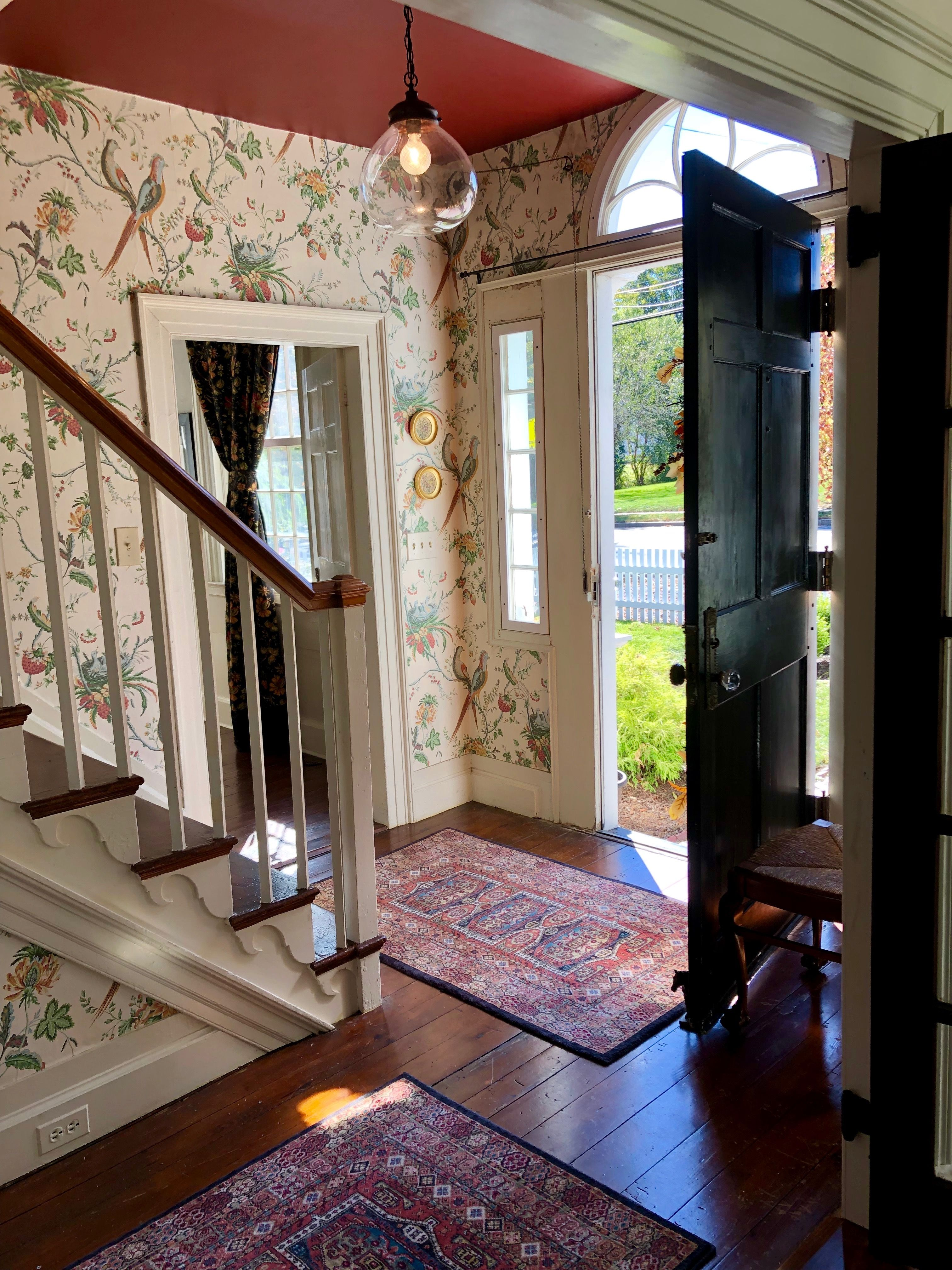 Foyer entry way wallpaper, oriental rug Wallpapered