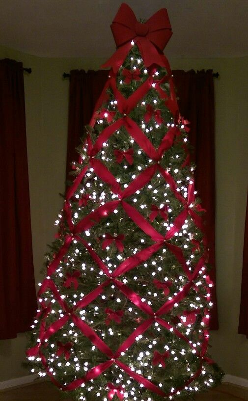 Criss Cross Ribbon Christmas Tree Christmas Tree Themes Ribbon On Christmas Tree Christmas Tree