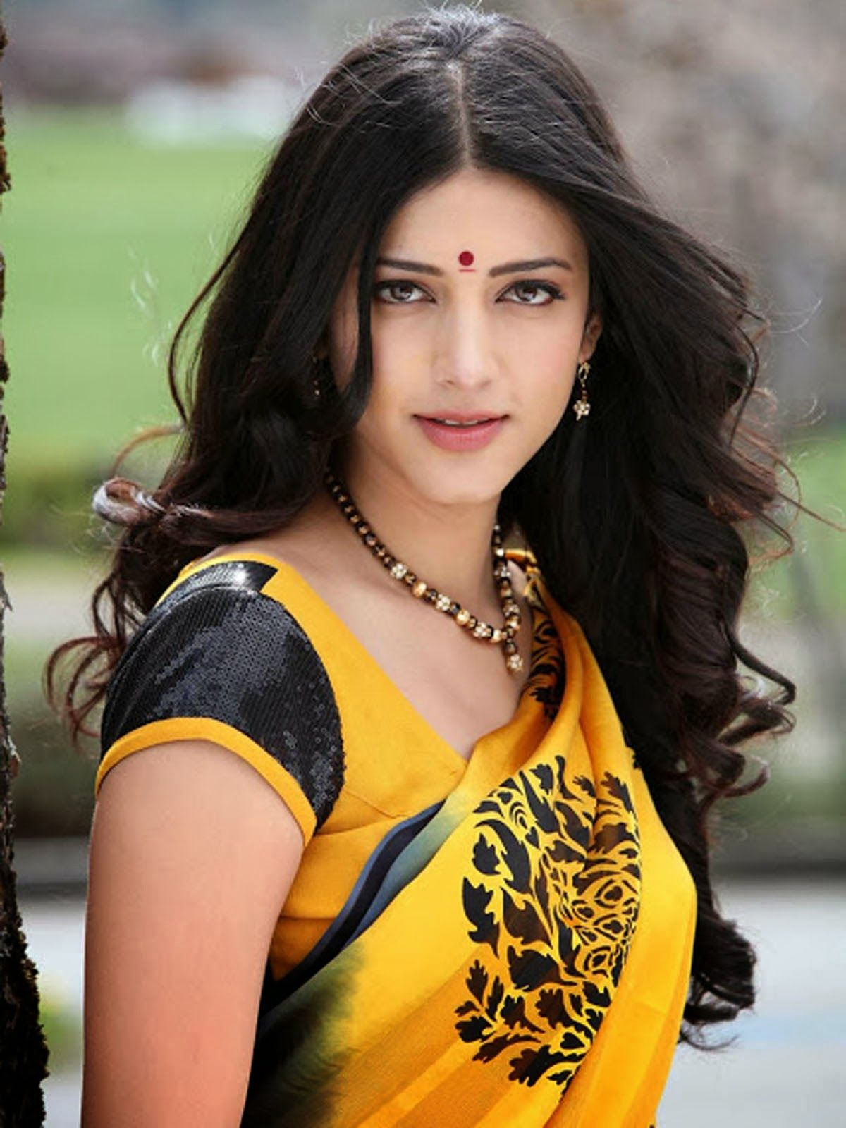 Download Actress Shruthi Hassan Cute Hd Wallpapers Wallpaper Hd Free Uploaded By Pankaj Wallpa Shruti Hassan Indian Actress Photos Beautiful Indian Actress
