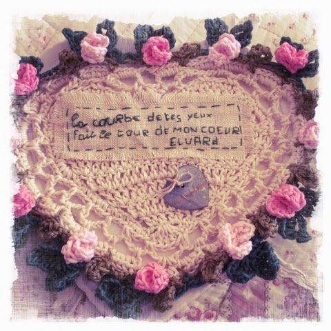 """2012 work in progress: Cuscino a uncinetto """"La dolce vita""""."""