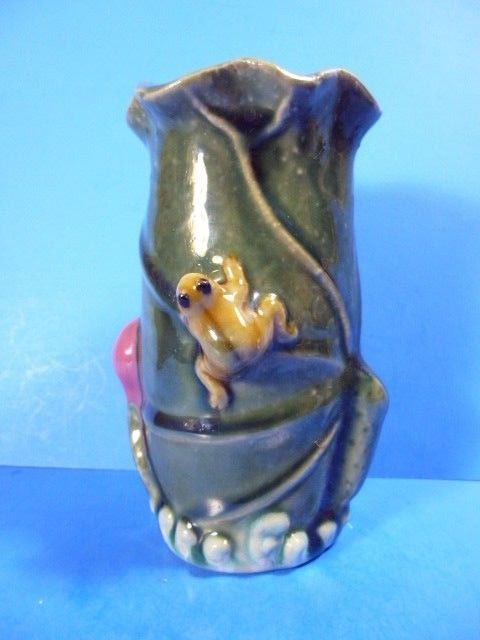 Studio Handcrafted Ceramic Art Pottery Frogon Leaves Vase 6tall X