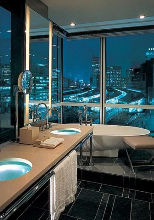 Four seasons tokyo skyline 11 of the best bathtubs in the for Best bathrooms in the world