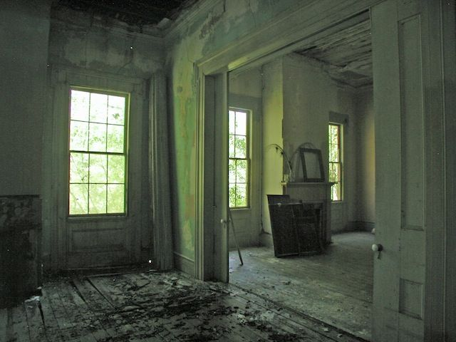 Shantybellum prospect hill plantation a crumbling for Abandoned plantation homes for sale