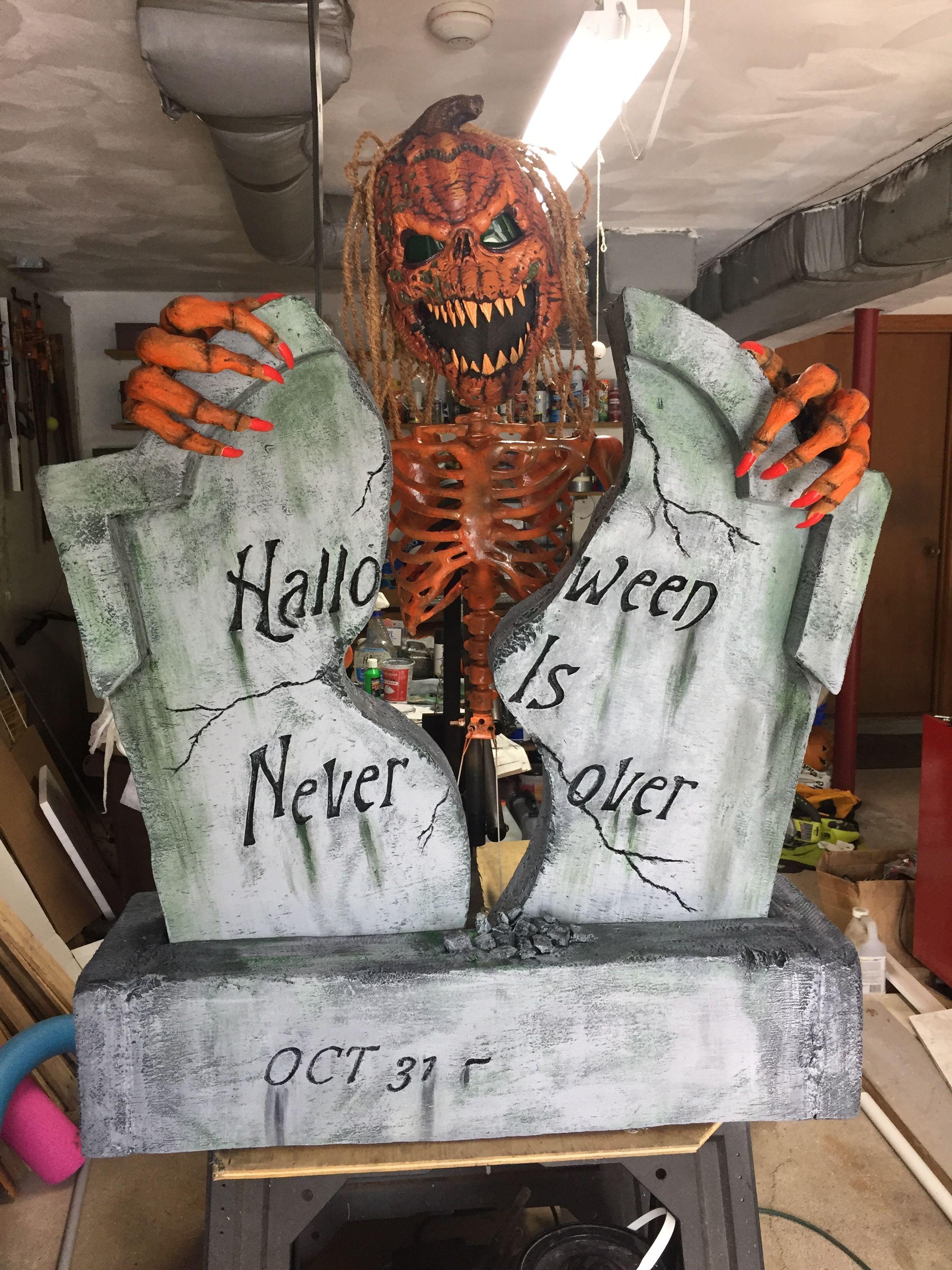 Tombstone Breaker The Haunted Borough Https M Facebook Com Daveshauntedborough Halloween Deko Haus Halloween Deko Halloween Kurbis