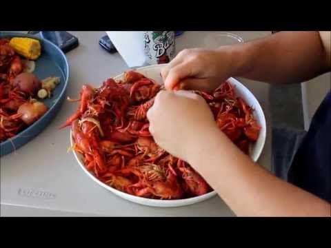 How to boil crawfish Louisiana style - YouTube